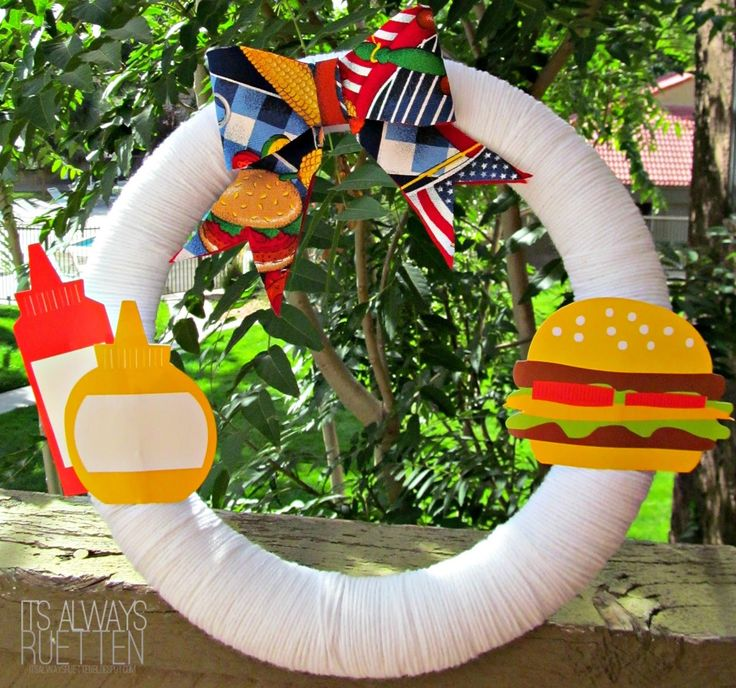 DIY wreath with hamburger and ketchup for summer party