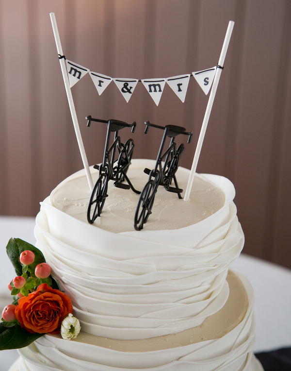 white wedding cake bicycle toppers