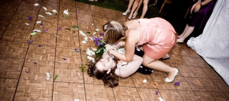 Top Songs for a Wedding Bouquet Toss