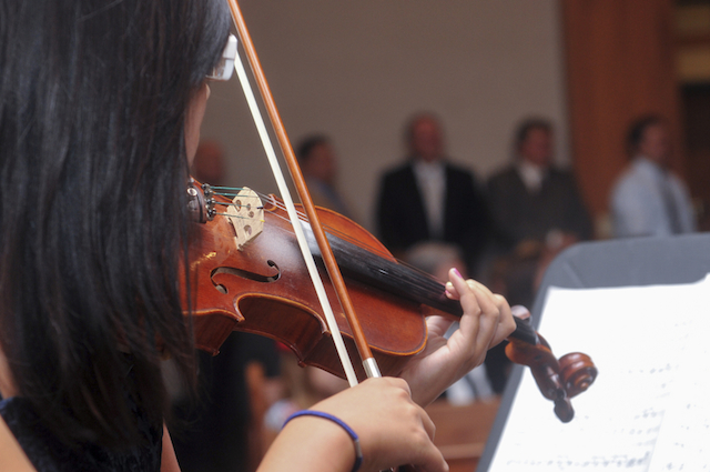 violinist at wedding