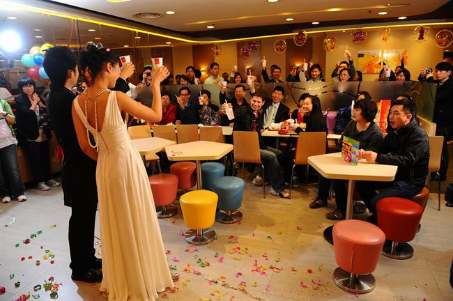 mcdonalds wedding, bride and groom toast