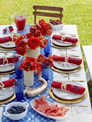 july 4th decoration ideas-table with red white and blue settings