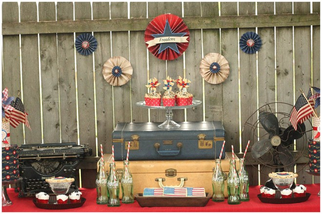 Vintage patriotic party table set up