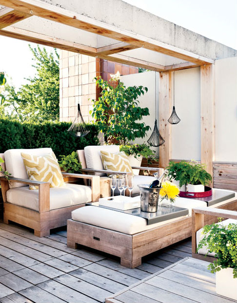 Rooftop with white and wooden furniture and garden
