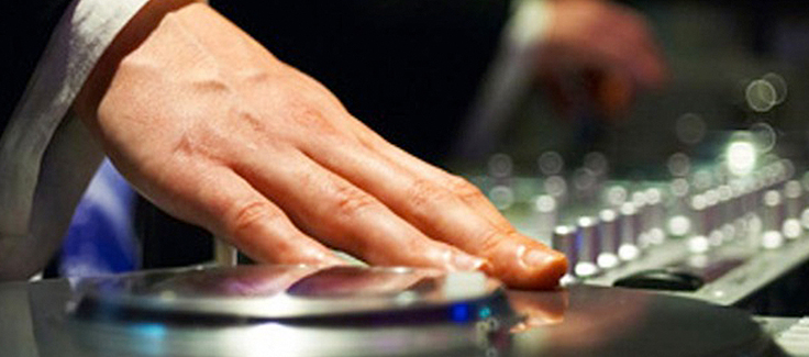 5 Questions to Ask a Wedding DJ