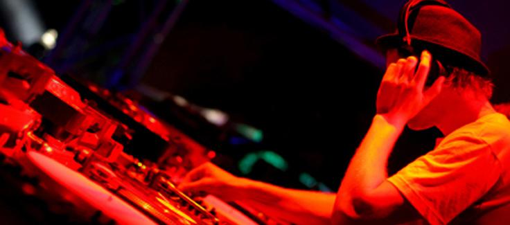 How to Choose a DJ