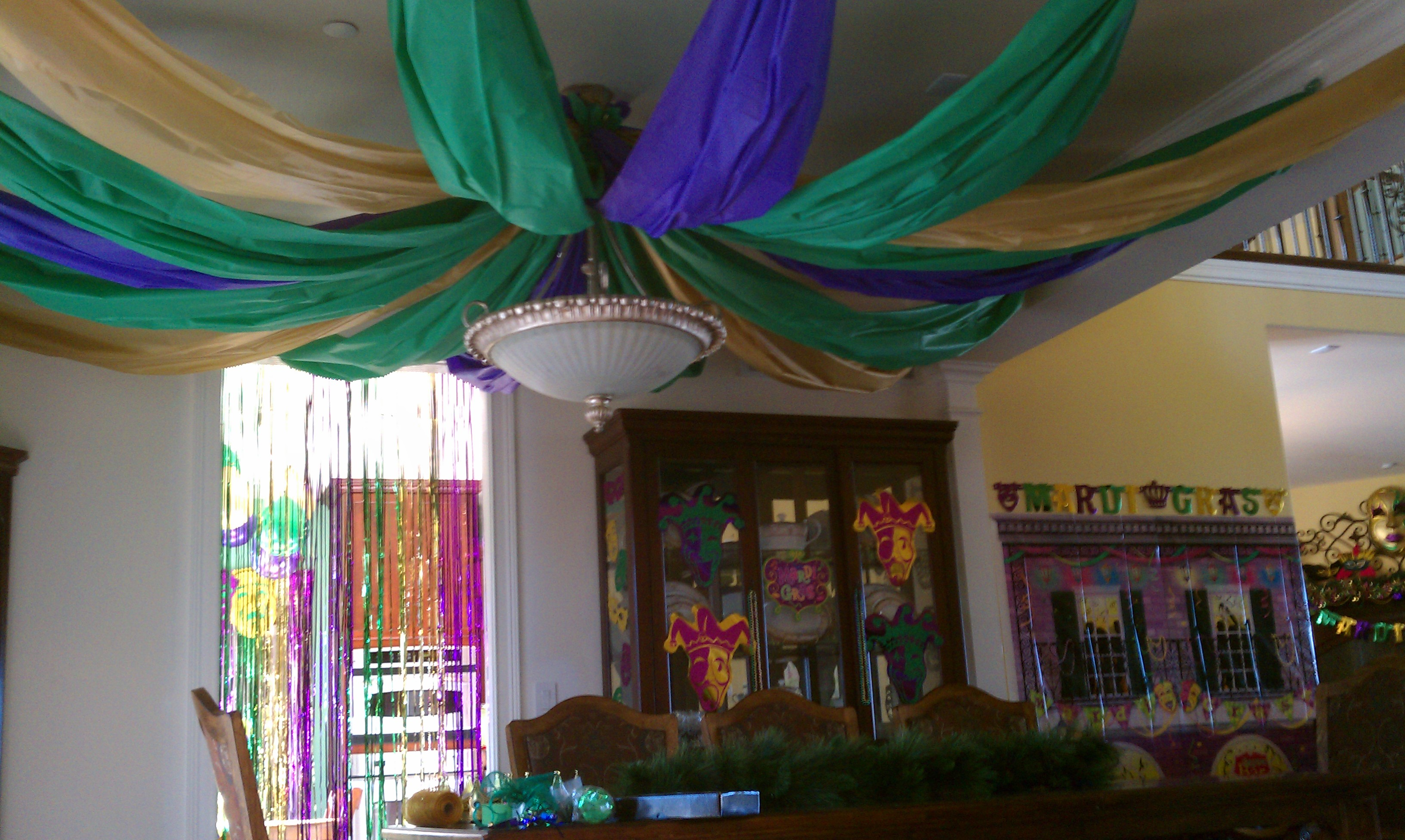 Party mardi gras style for How to make ceiling decorations