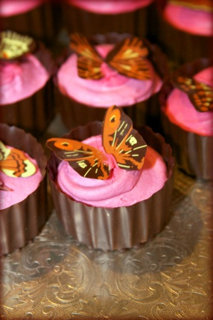 butterflies decorate pink cupcakes