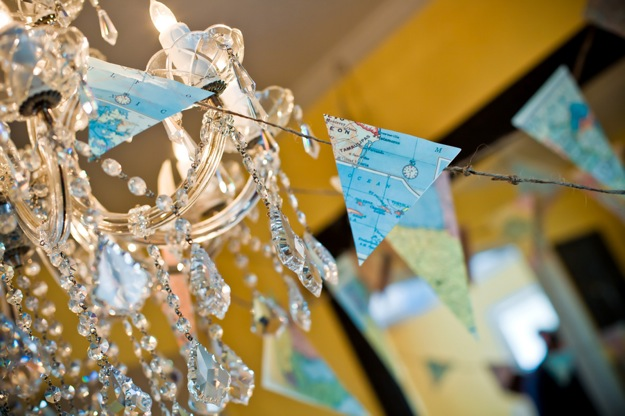 triangle map streamers as decoration for party