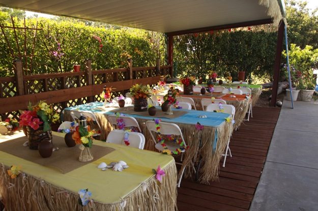 Hawaiian themed party tables