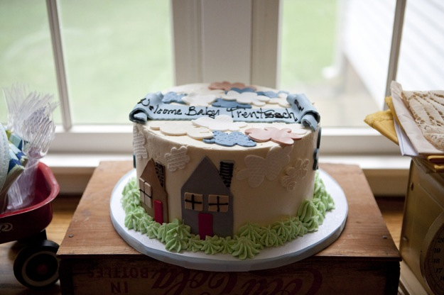 cake with house theme decorated in fondant