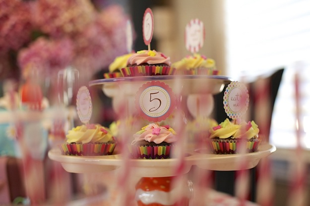 kid's party cupcake tower
