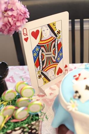kid's party Alice in Wonderland party decorations