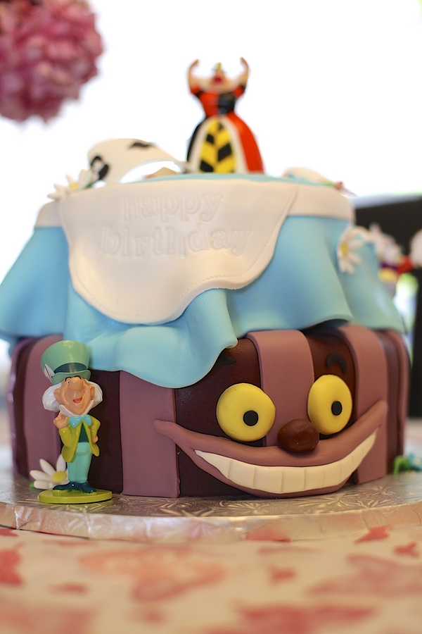 cheshire cat themed birthday cake