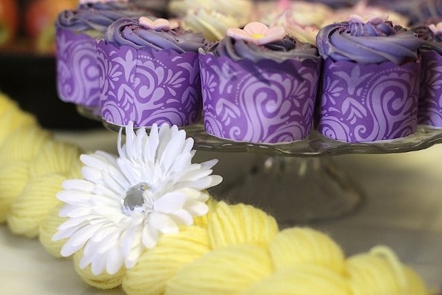 rapunzel themed cupcakes with yellow braid