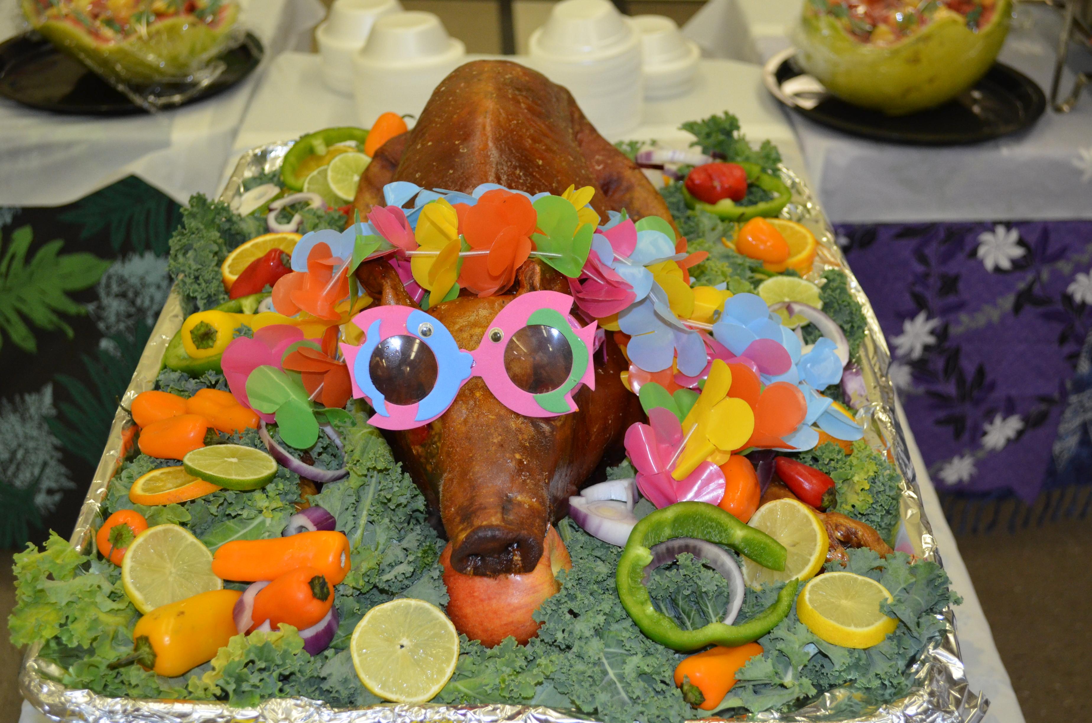 Elizabeth Creatively Used The Hawaiian Decorations