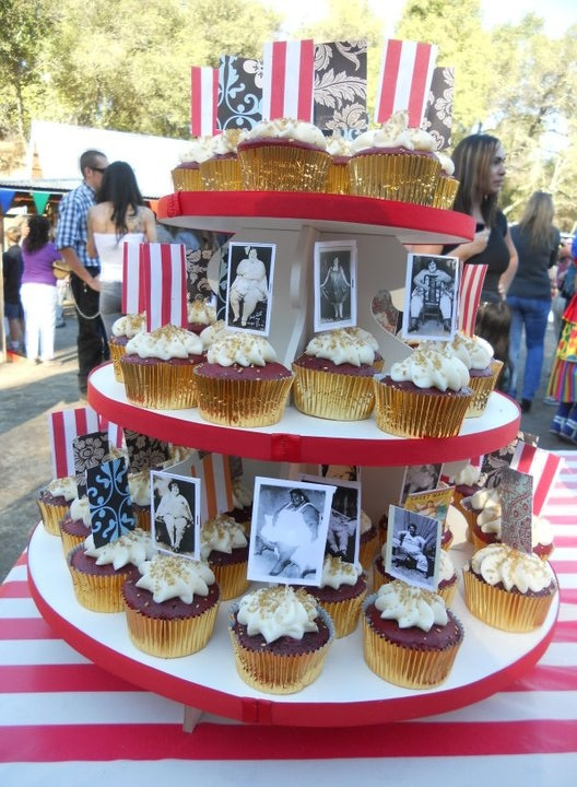 cupcakes decorated for circus wedding