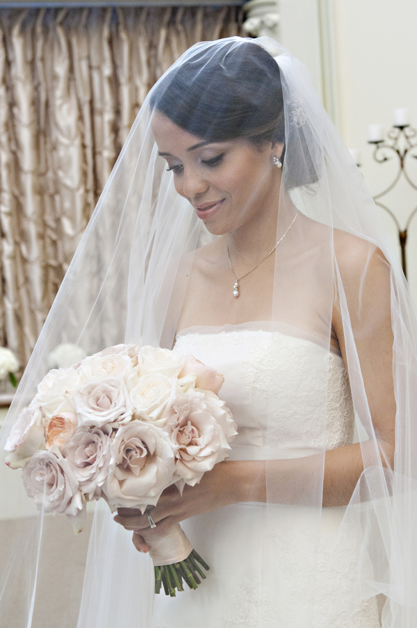 long veil and pink flower bouquet