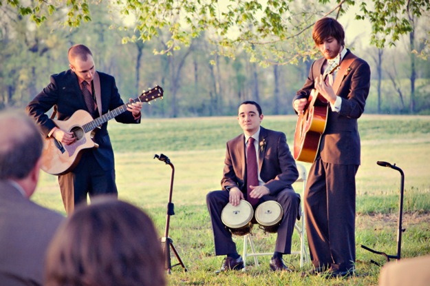 musicians play at outdoor wedding