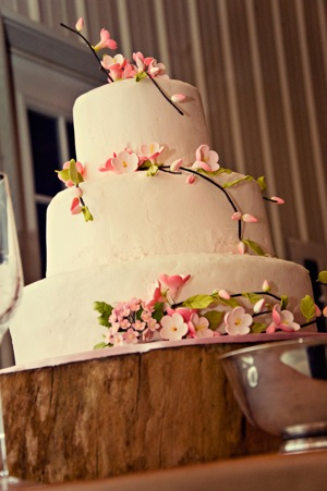 pink flowers on white three tiered wedding cake