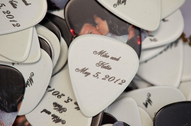wedding favor guitar picks