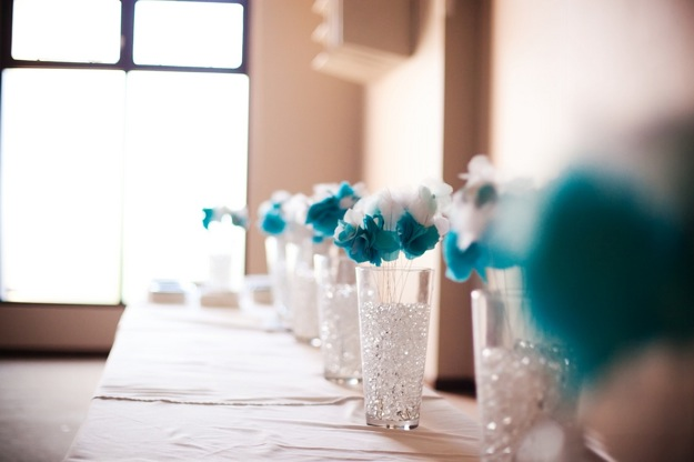 table decorations white and blue