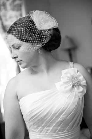 vintage birdcage veil on bride