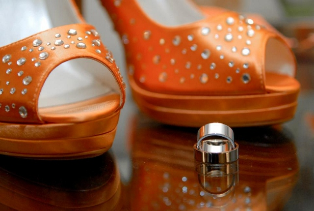 wedding shoes in orange with wedding bands