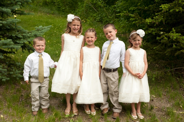 children dressed up for outdoor wedding