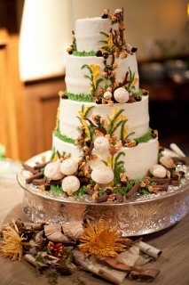 wedding cake with fall theme