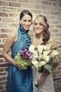 maid of honor in peacock blue dress