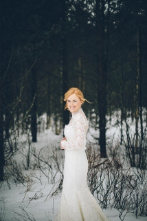 wedding photography snow bride in long sleeve dress