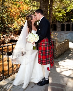 groom in kilt kisses bride
