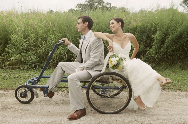 wedding couple on old fashioned bike