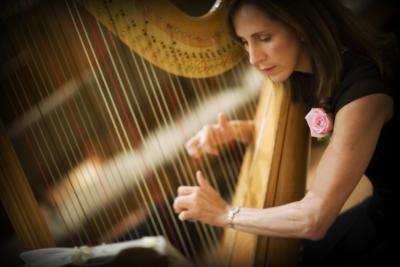 Harpist Eva Murphy